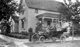Automobile, Eberhardt family in car