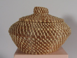 Coushatta jar shaped basket with lid (20th C)