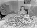 Girl Pencil collector, 1940