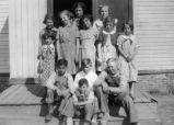 Barnes Grade School students in 1935